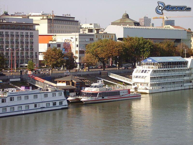 Bratislava, Danube, bord de l'eau, navires