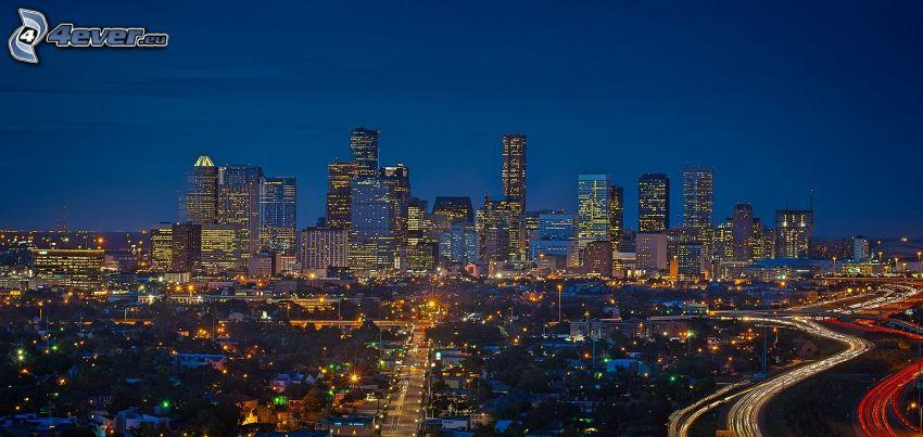 Houston, ville dans la nuit, gratte-ciel
