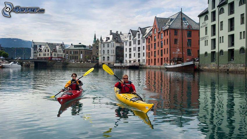 kayakistes, rivière, Ålesund, Norvège