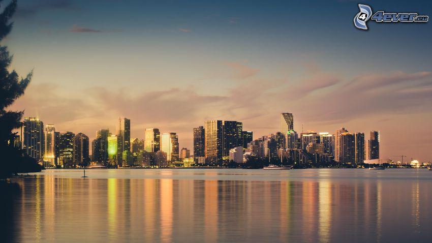 Miami, gratte-ciel, mer