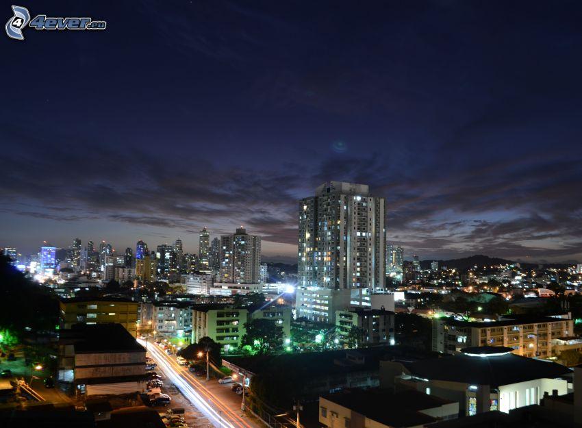 Panama, ville dans la nuit