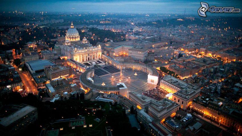 Vatican, La place Saint-Pierre, ville dans la nuit