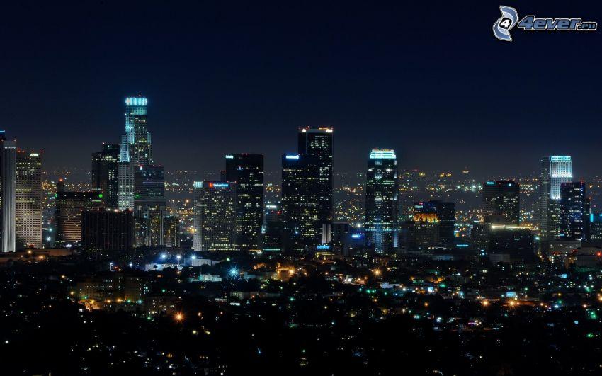 ville dans la nuit, gratte-ciel