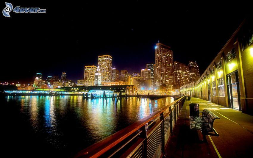 ville dans la nuit, rivière, banc