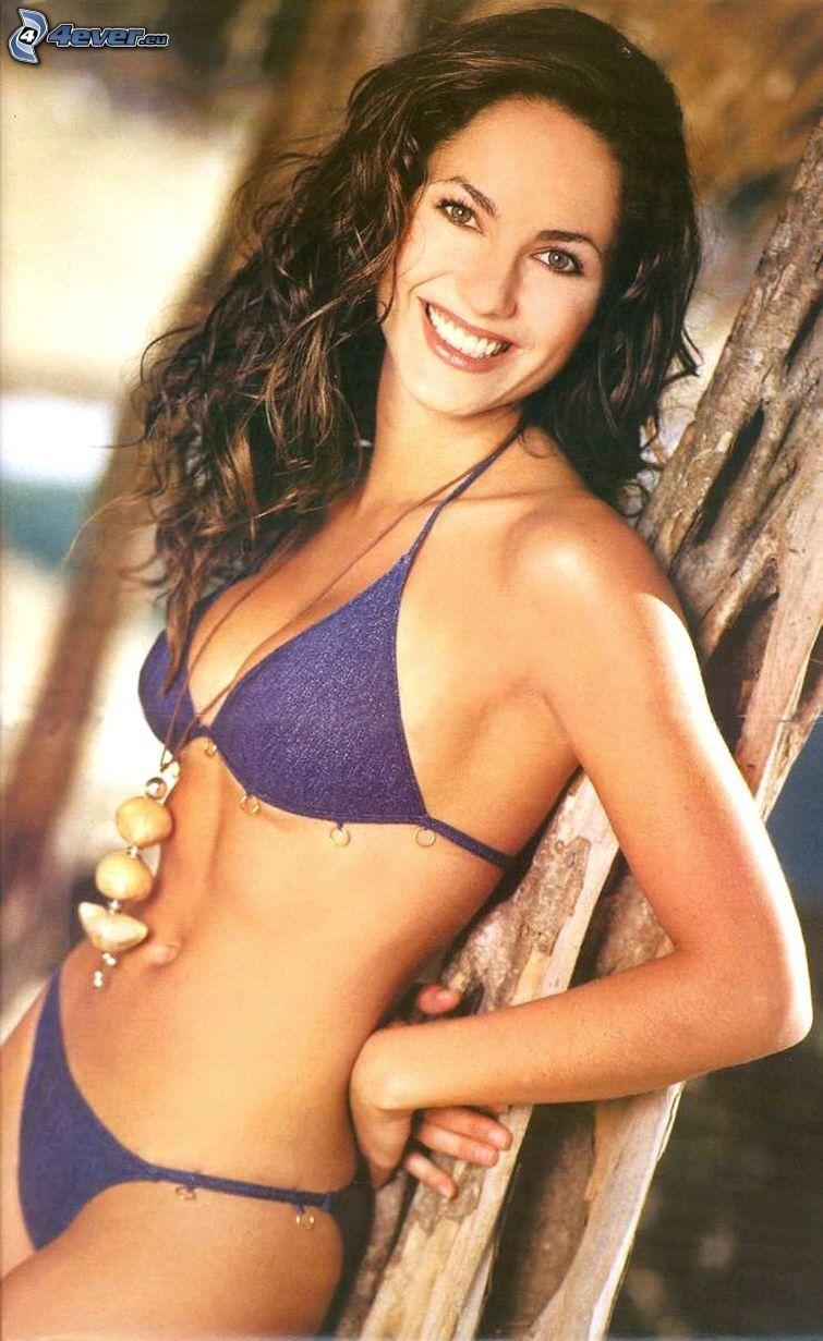 Barbara Mori, maillot de bain, sourire