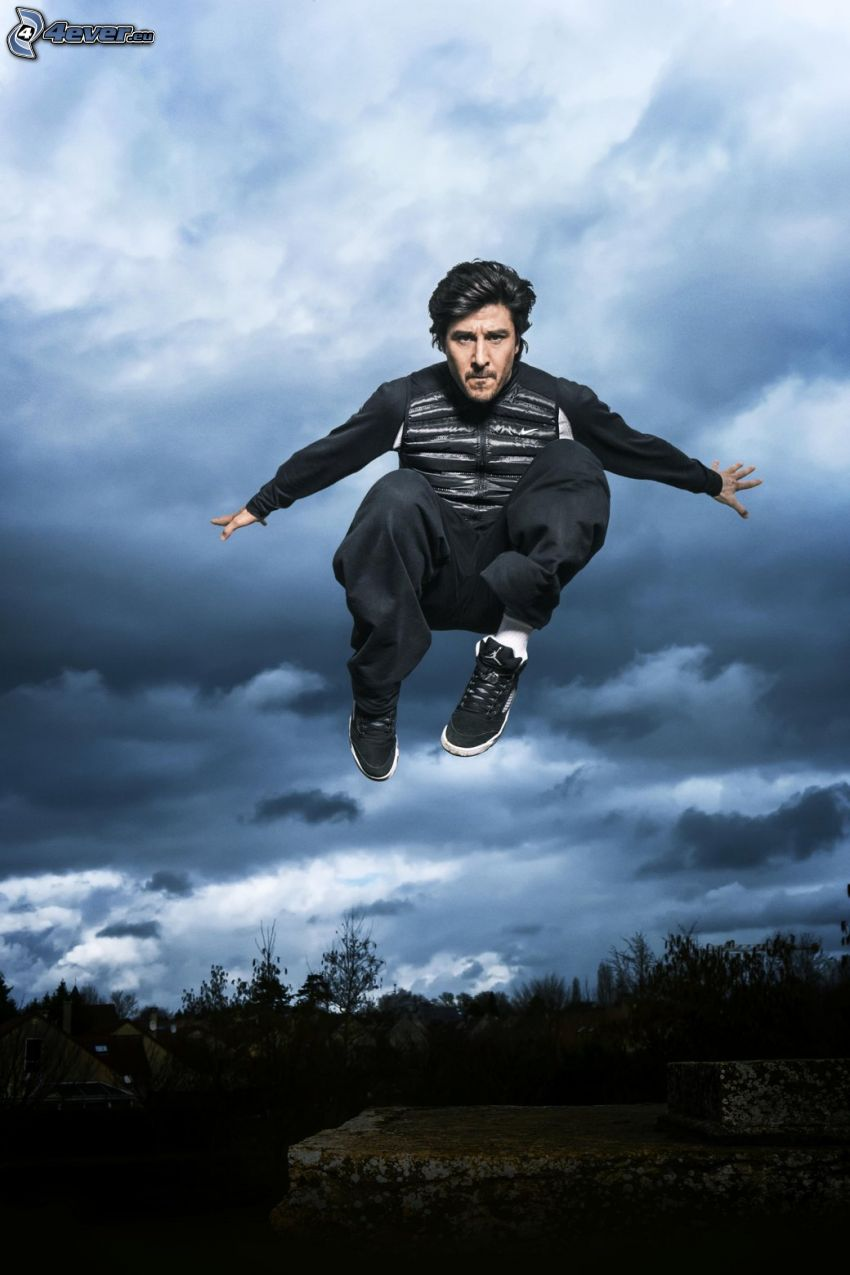 David Belle, saut, nuages sombres