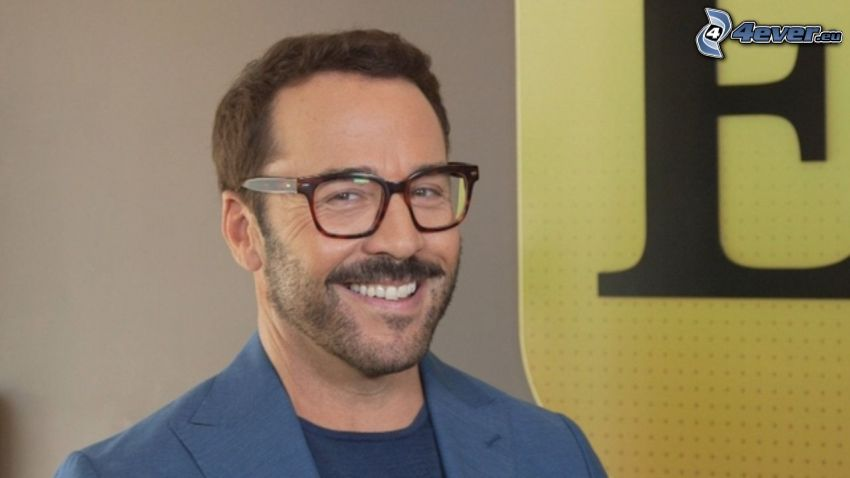 Jeremy Piven, homme avec des lunettes, rire