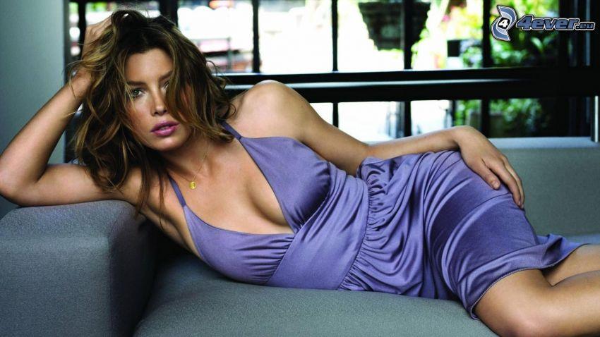 Jessica Biel, brune, chemise de nuit