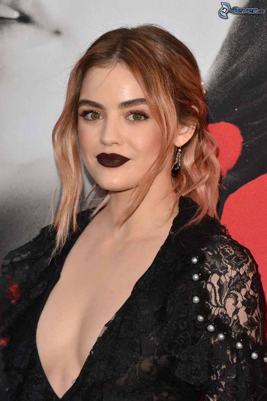 Lucy Hale, lèvres noires