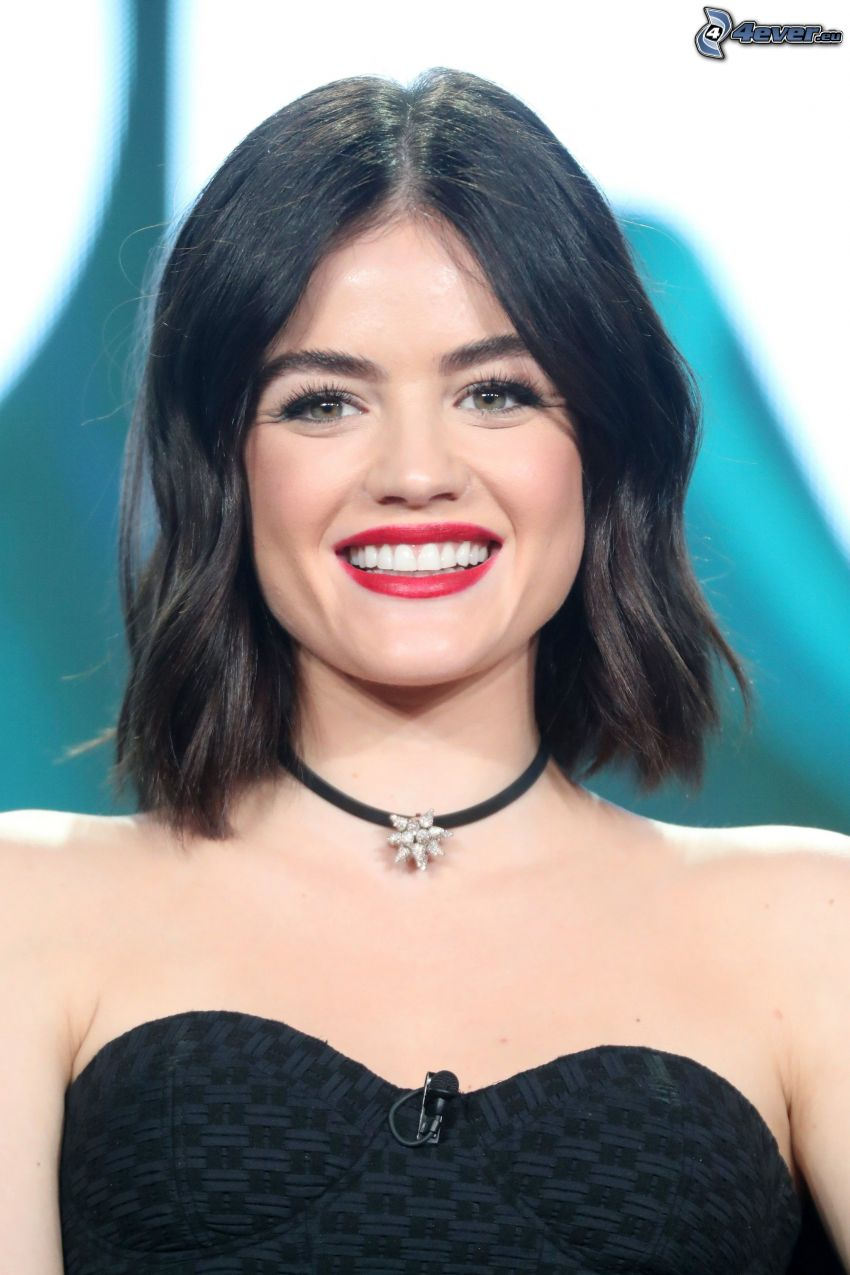 Lucy Hale, sourire