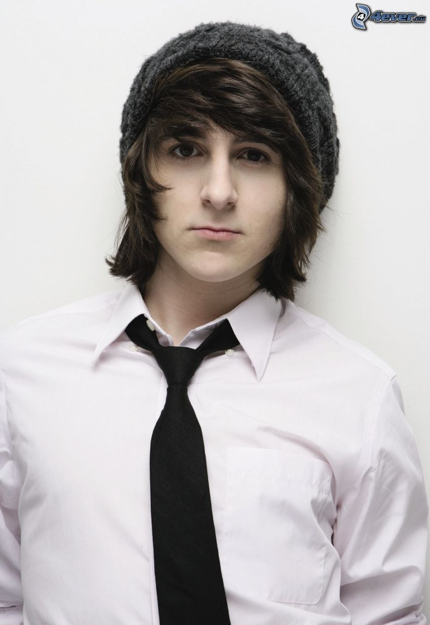 Mitchel Musso, cravate, chapeau