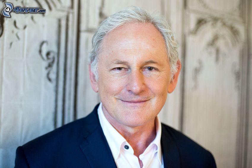 Victor Garber, sourire