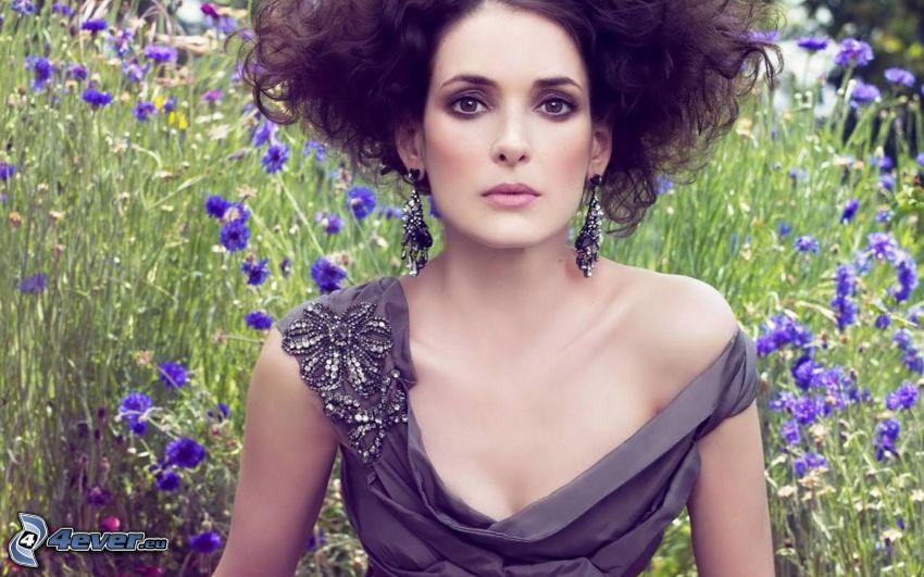 Winona Ryder, fleurs bleues