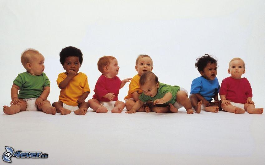 enfants, chemises colorées