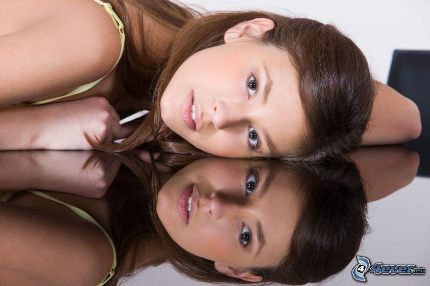 femme, brune, reflexion