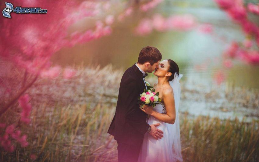 jeunes mariés, baiser, mariée