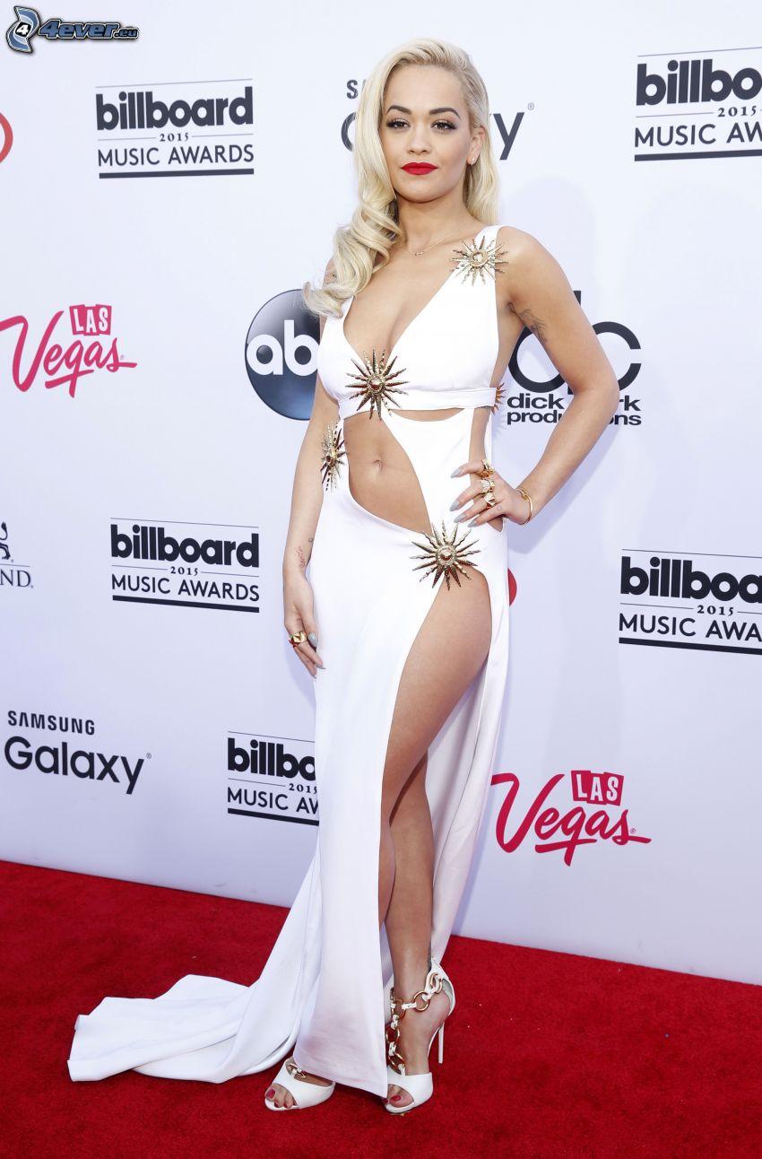Rita Ora, robe blanche