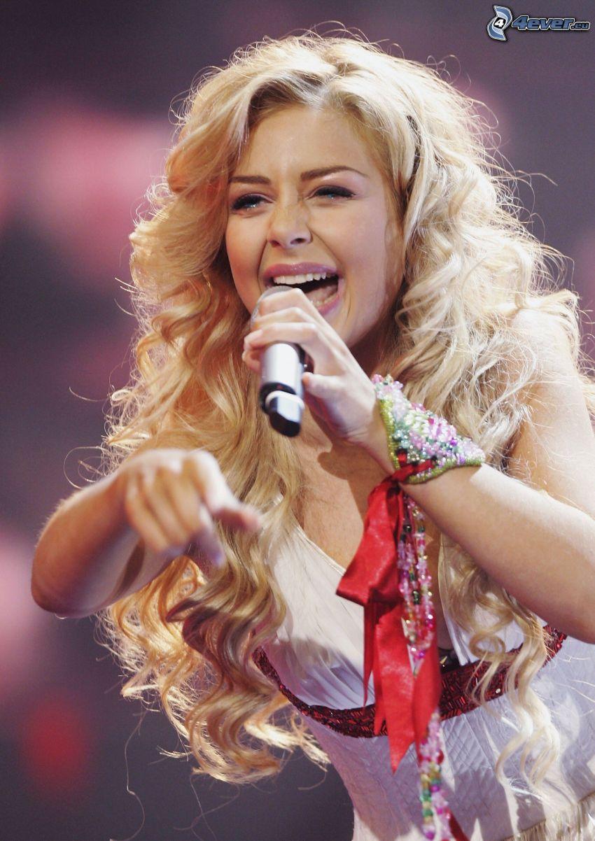 Tina Karol, chant, microphone