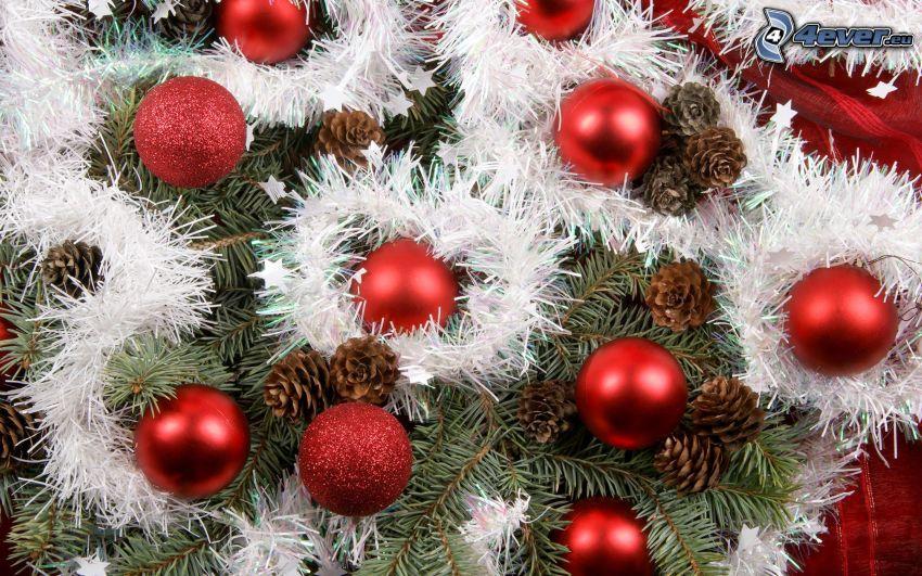 boules de Noël, cônes de conifères