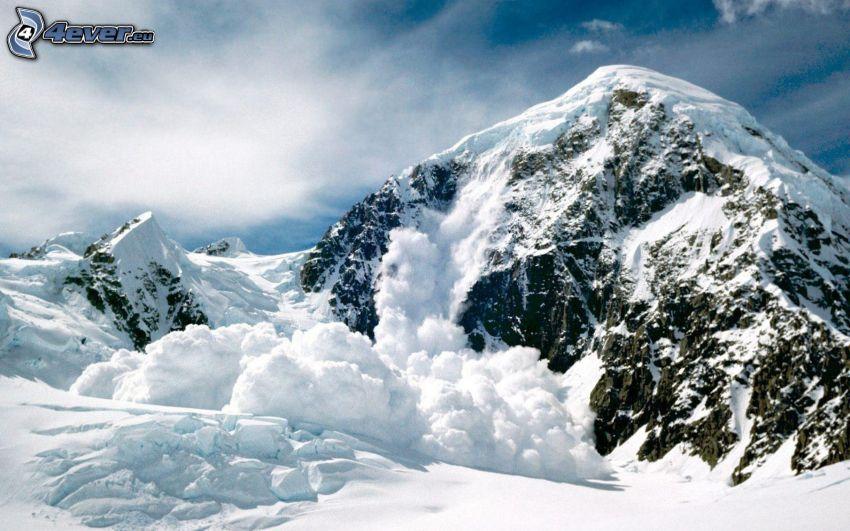 avalanche, montagne enneigée