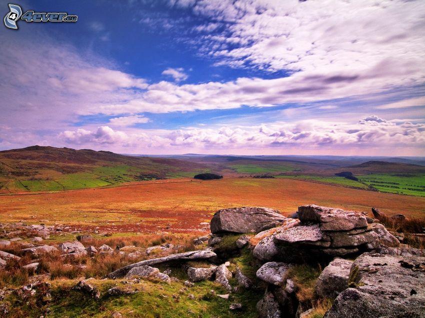 champs, pierres, nuages