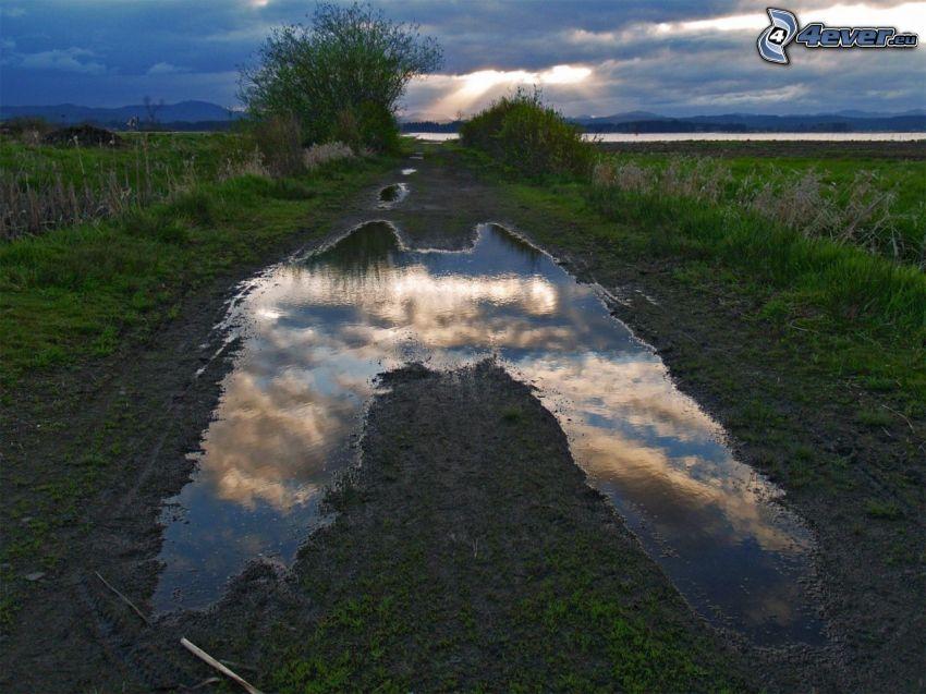 chemin de campagne, éclaboussure, nuages, champ