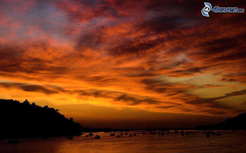 après le coucher du soleil, lac
