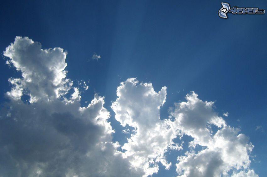nuages, rayons du soleil