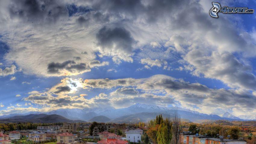 nuages, vue sur la ville, HDR