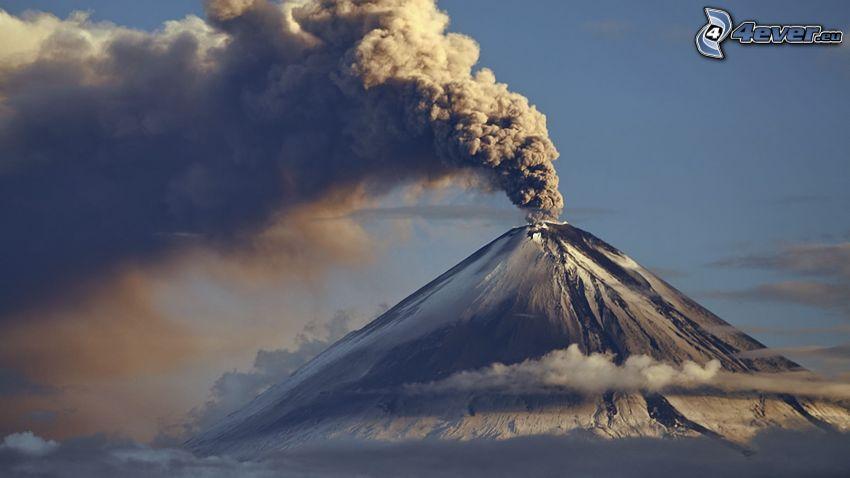 éruption du volcan, nuage volcanique