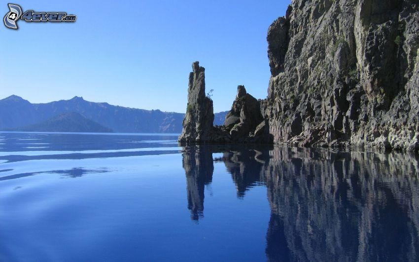 grand lac, rocher
