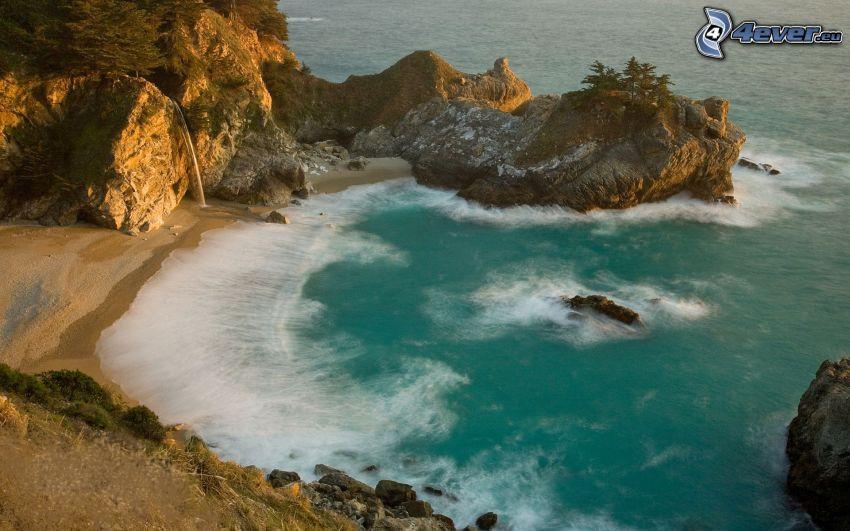 baie, mer d'azur, roches dans la mer, côte