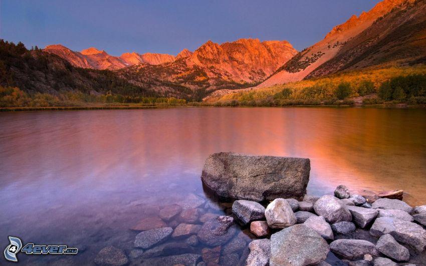 montagnes rocheuses, lac de montagne, pierres