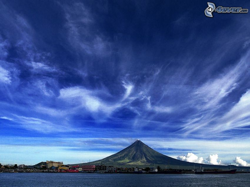 Mount Mayon, Philippines, nuages, mer