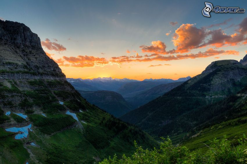 Mount Wilber, coucher du soleil derrière les montagnes, ciel orange