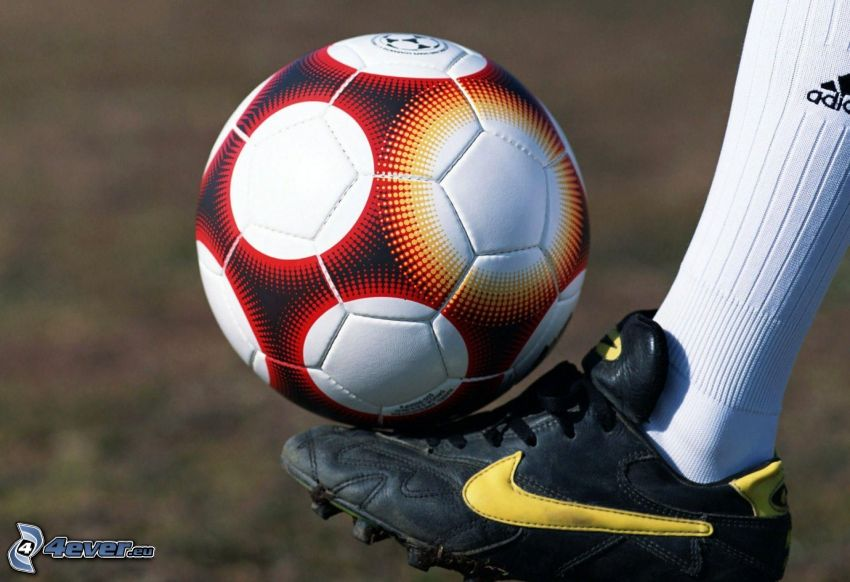 ballon de football, chaussures, pied