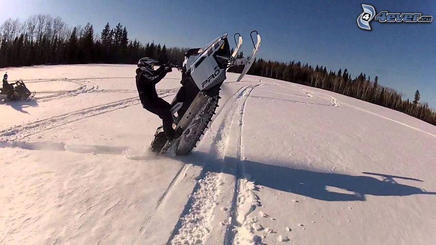motoneige, traces dans la neige