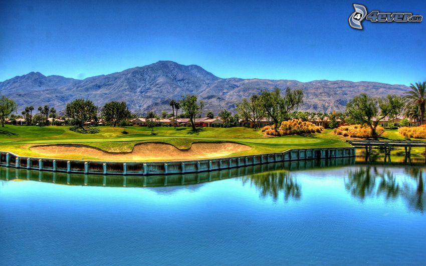 terrain de golf, lac, montagne