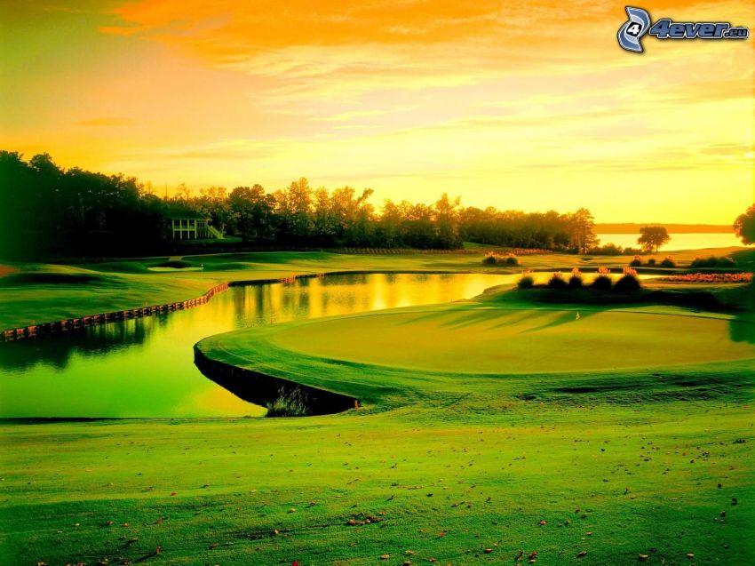 terrain de golf, rivière, ciel orange