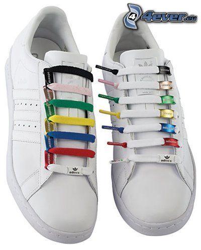 Adidas, lacets, couleur