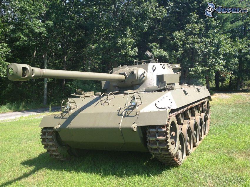M18 Hellcat, char, arbres