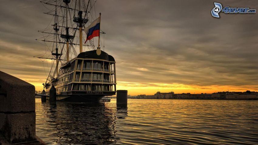 bateau à voile, navire, après le coucher du soleil