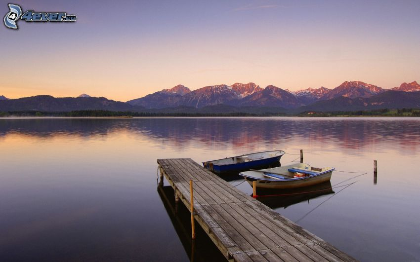 jetée en bois, bateau à côte, montagne
