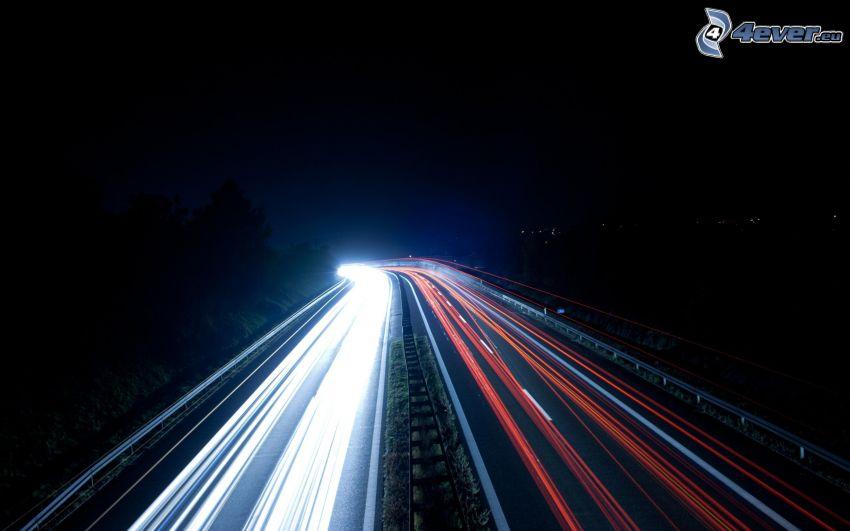 l'autoroute de nuit, lumières