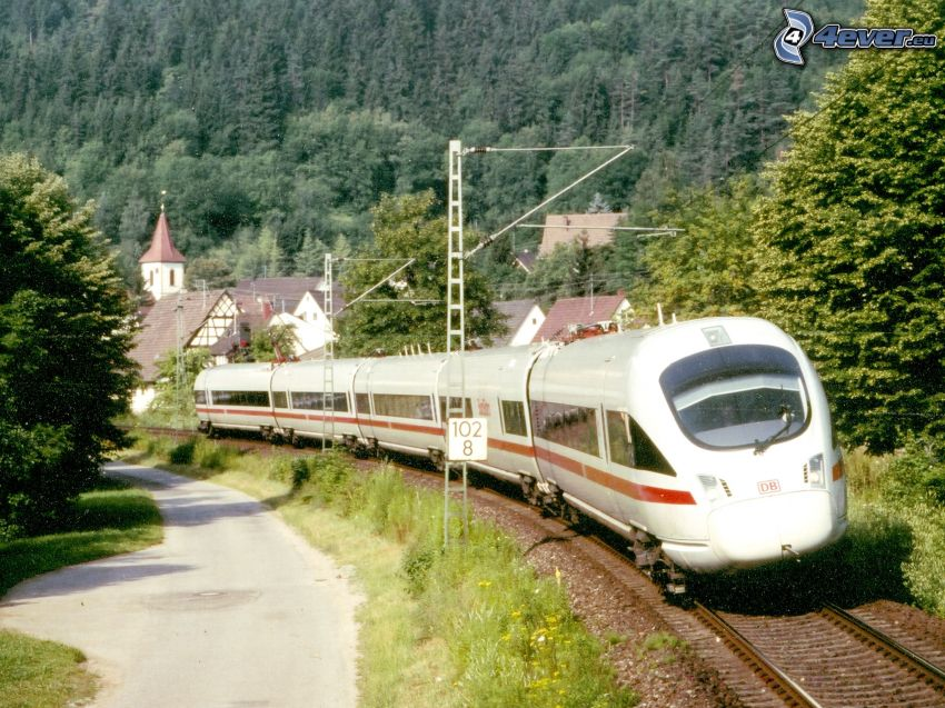 ICE 3, train à grande vitesse, village