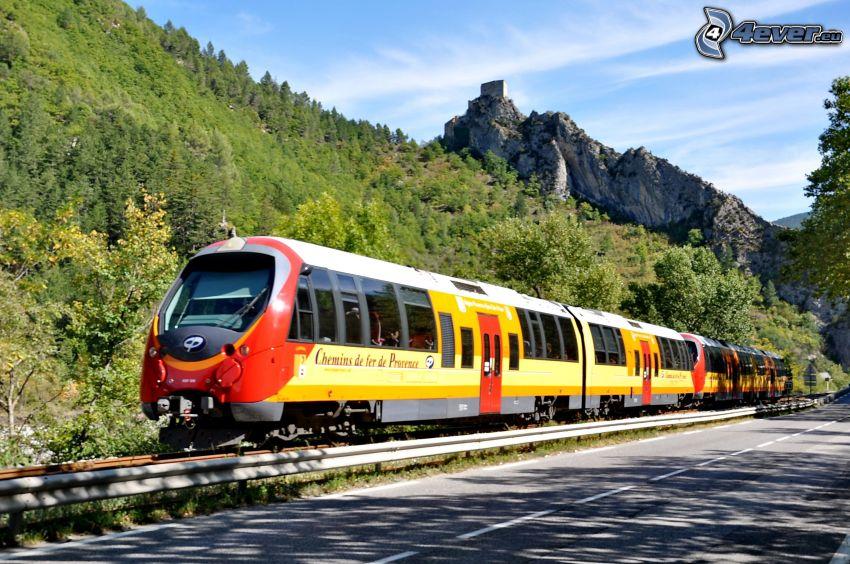 train, forêt, château