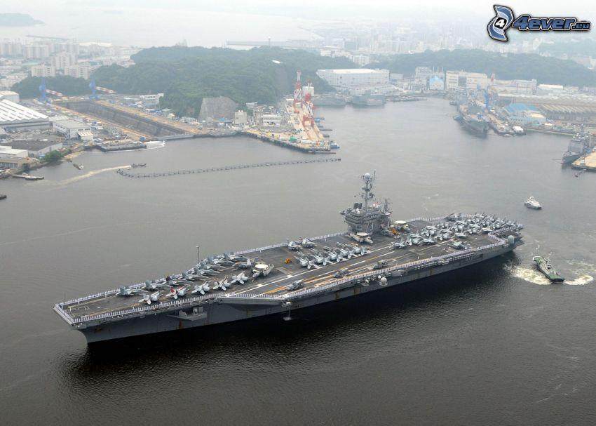 USS George Washington, porte-avions, port