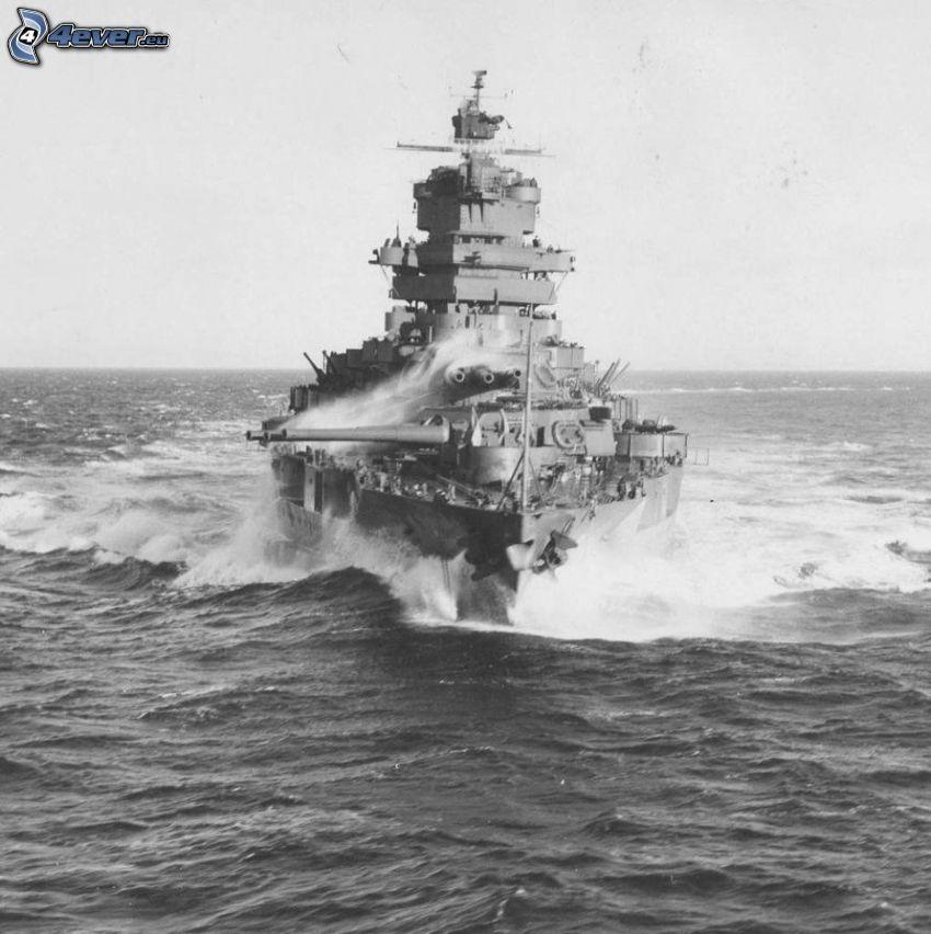 USS Idaho, ouvert mer, photo noir et blanc