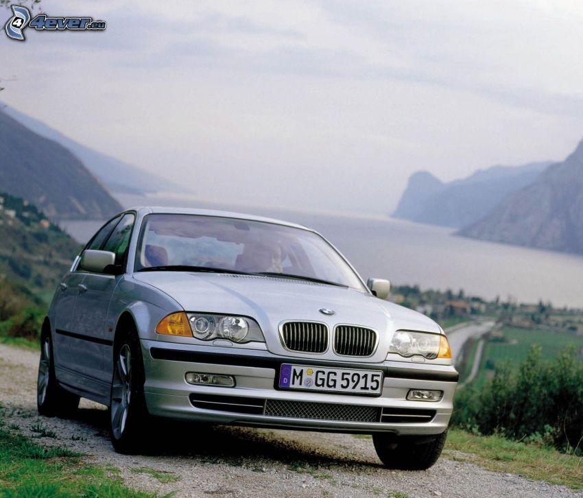 BMW 3, collines