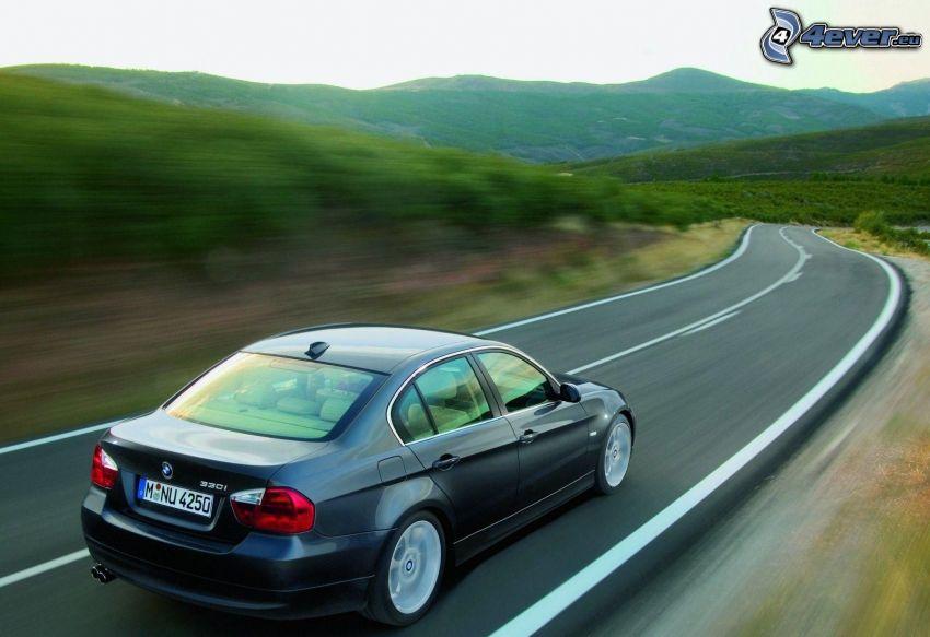 BMW 330i, la vitesse, collines